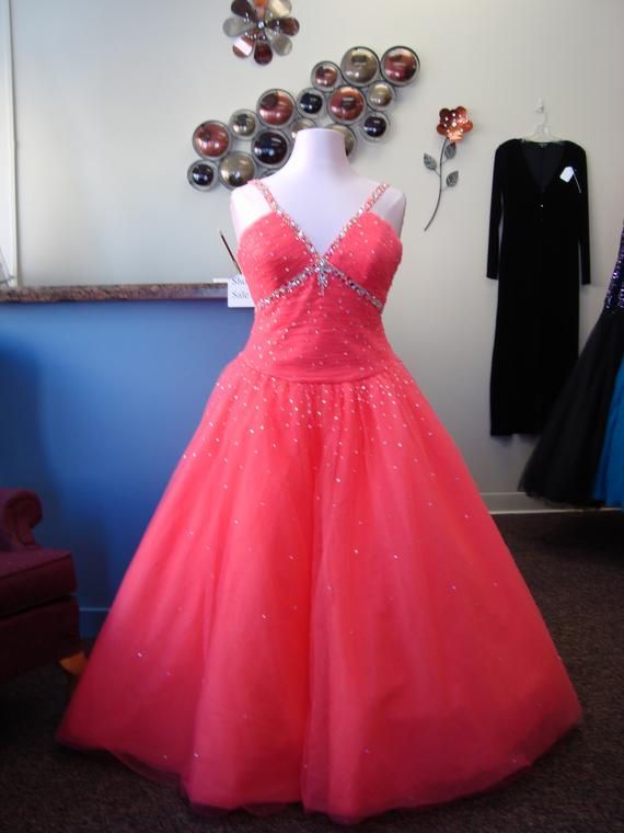 Personalized alterations mosinee wi alterations for Wedding dresses wausau wi